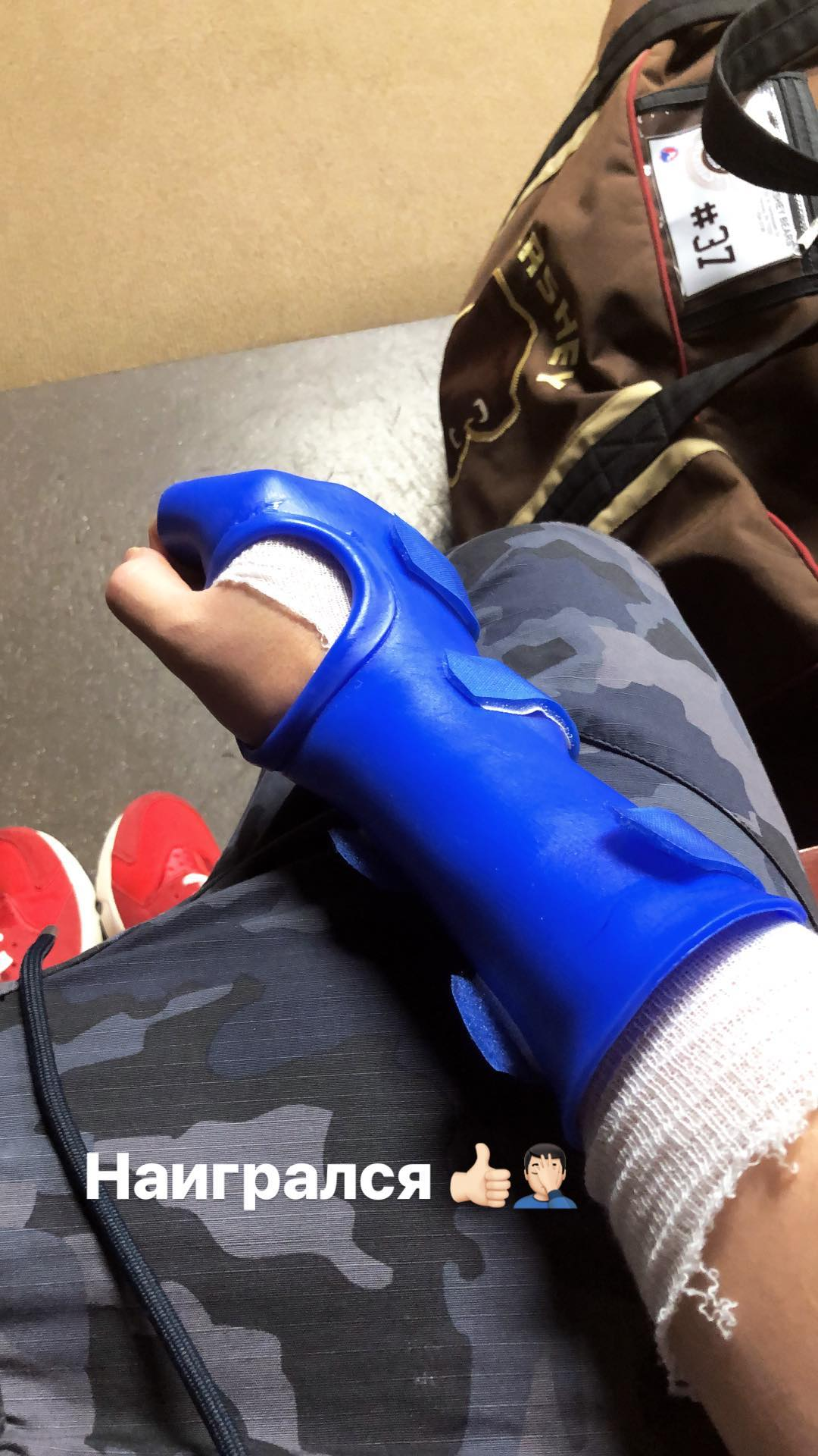 Sergei Shumakov has an injured right hand, posts photo in cast to